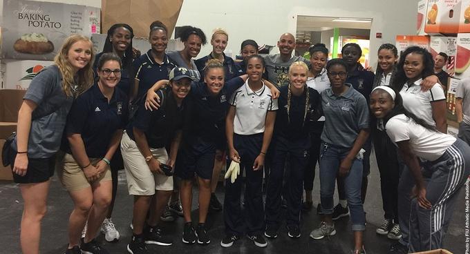 FIU's Women's Basketball Volunteers at Feeding South Florida