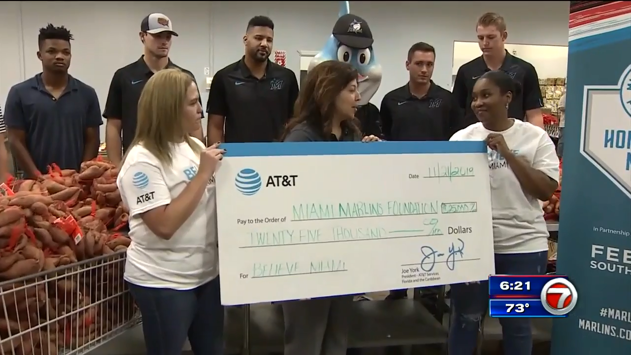 The Marlins and AT&T team up with Feeding South Florida to provide meals for Thanksgiving